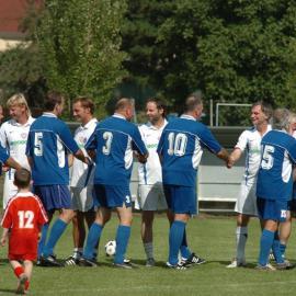 Benefiční fotbal pro Dobromysl 2012